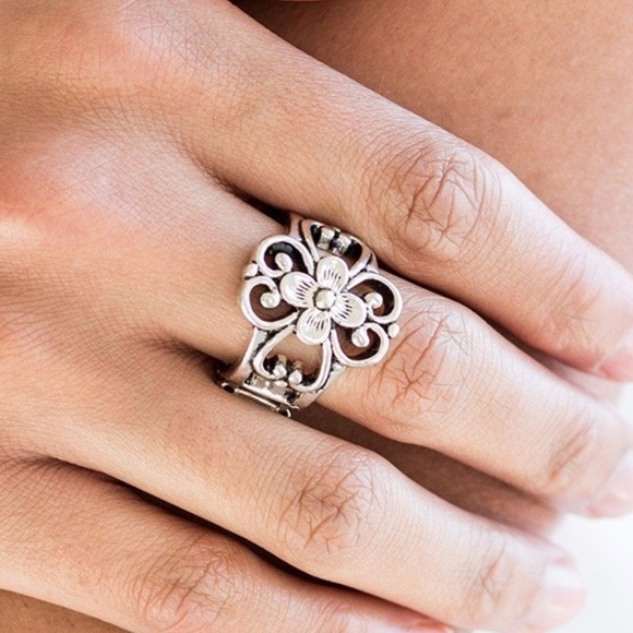 paparazzi Jewelry - Free with Bundle Summer Eden Silver Ring